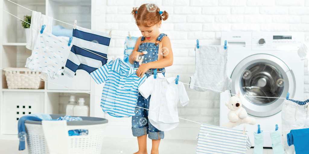 If you want to involve your kids in chores, here is a list of chore ideas for young kids (+ a printable chore list to help you put them into practice). | Chore ideas for toddlers | Chore ideas for preschoolers | Chore list for young kids | Printable list of chore ideas