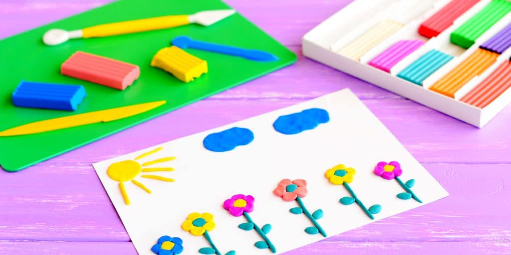 Craft supplies for kids: If you like to do craft projects with your kids, you can find here 28 playful ideas and a complete list of craft supplies for kids. Craft ideas for toddlers and preschoolers   Crafts for kids