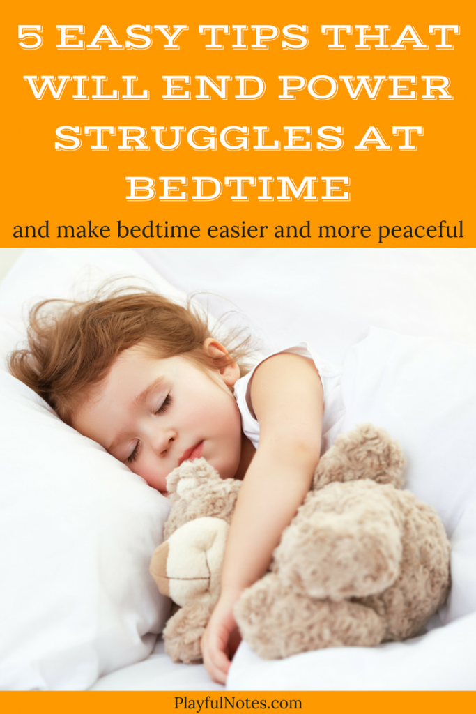 Bedtime tips for toddlers and preschoolers: If you ever experienced tantrums at bedtime, you know how frustrating they can be, especially when you already feel exhausted! The good news is that there are ways to make bedtime easier and more peaceful! And they apply for both toddlers and older kids. | Printable bedtime routine checklist | Bedtime Battles | Bedtime Struggles | Bedtime Routine | Toddler Bedtime #BedtimeForKids #BedtimeRoutine